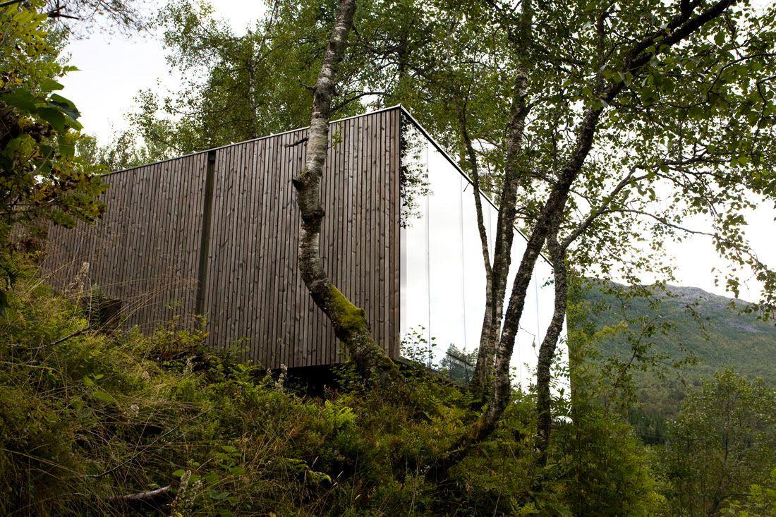 Minimalist-Juvet-Landscape-Hotel-in-Norway-26