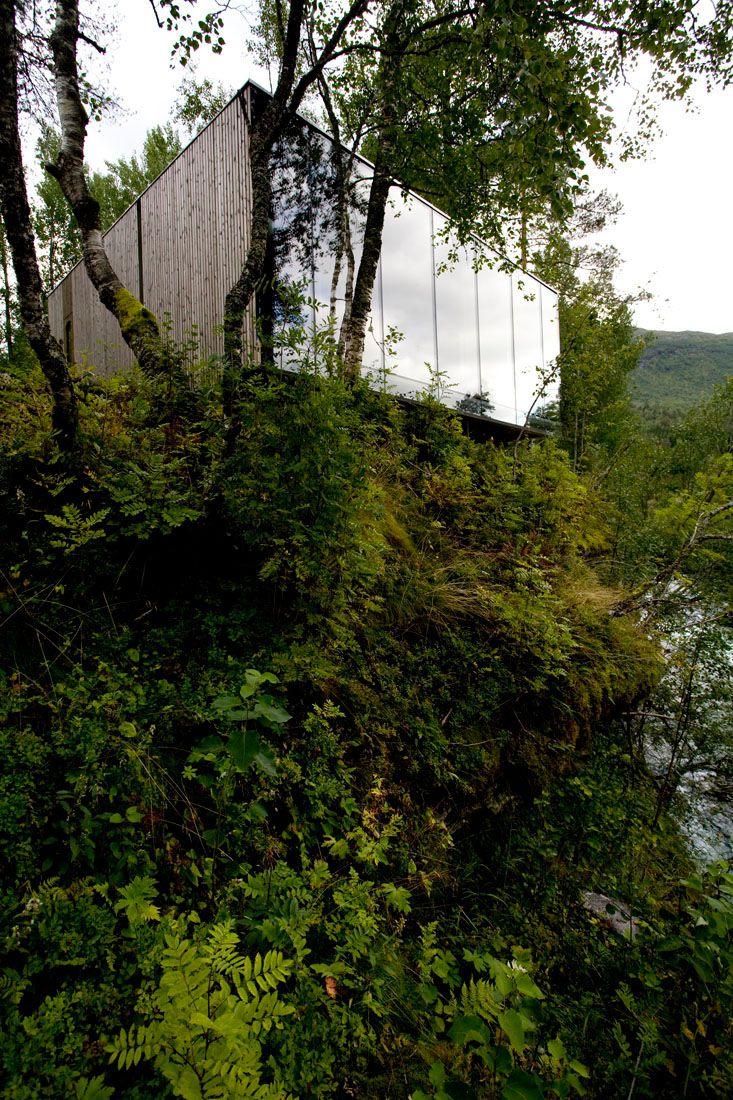 Minimalist-Juvet-Landscape-Hotel-in-Norway-27