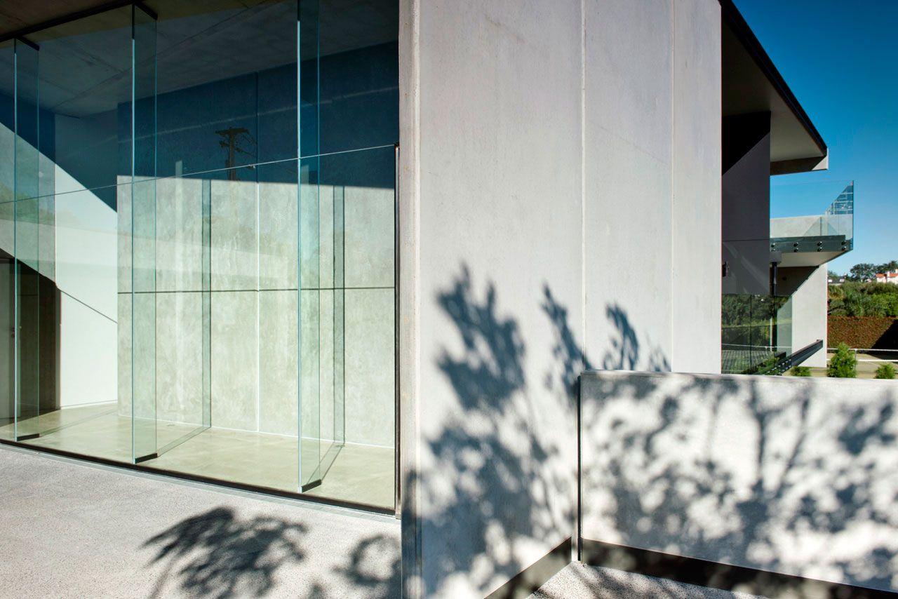 Modern-9-Elmstone-House-02