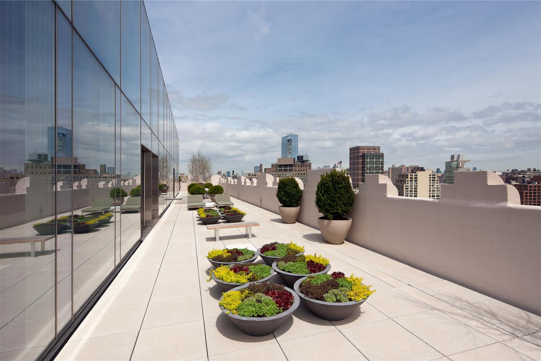 Modern-Full-Glass-Skyloft-Penthouse-05