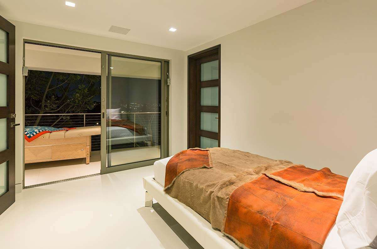 Modern-Home-on-Sunset-Strip-33