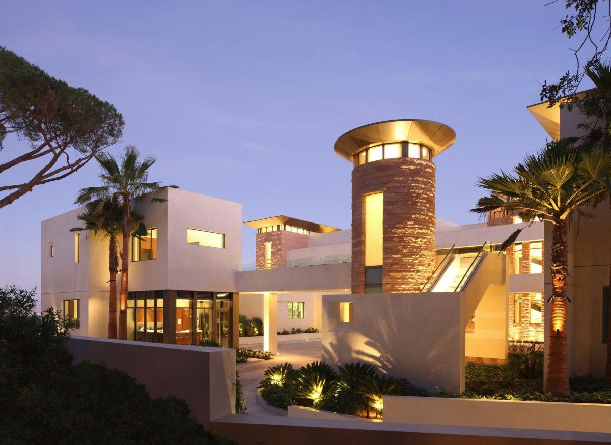 Modern-KFA-Residence-in-Bel-Air-00-3