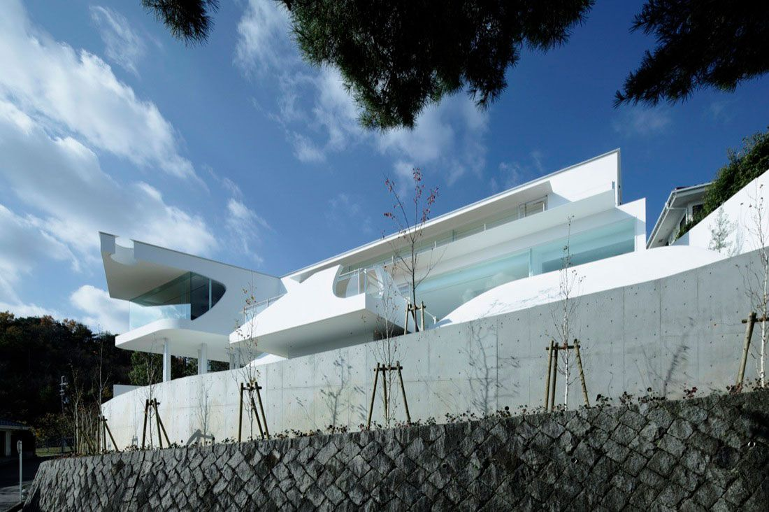 Mountains-and-Opening-House-00