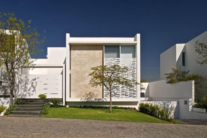 Natalia House by Agraz Arquitectos