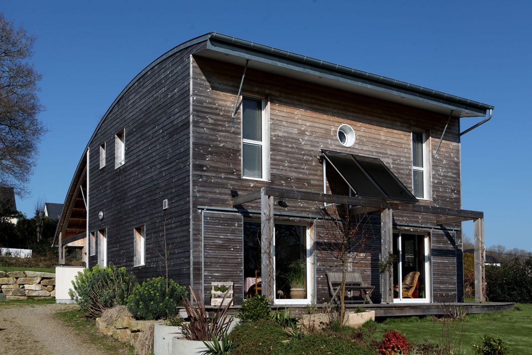 Wood house by Patrice Bideau