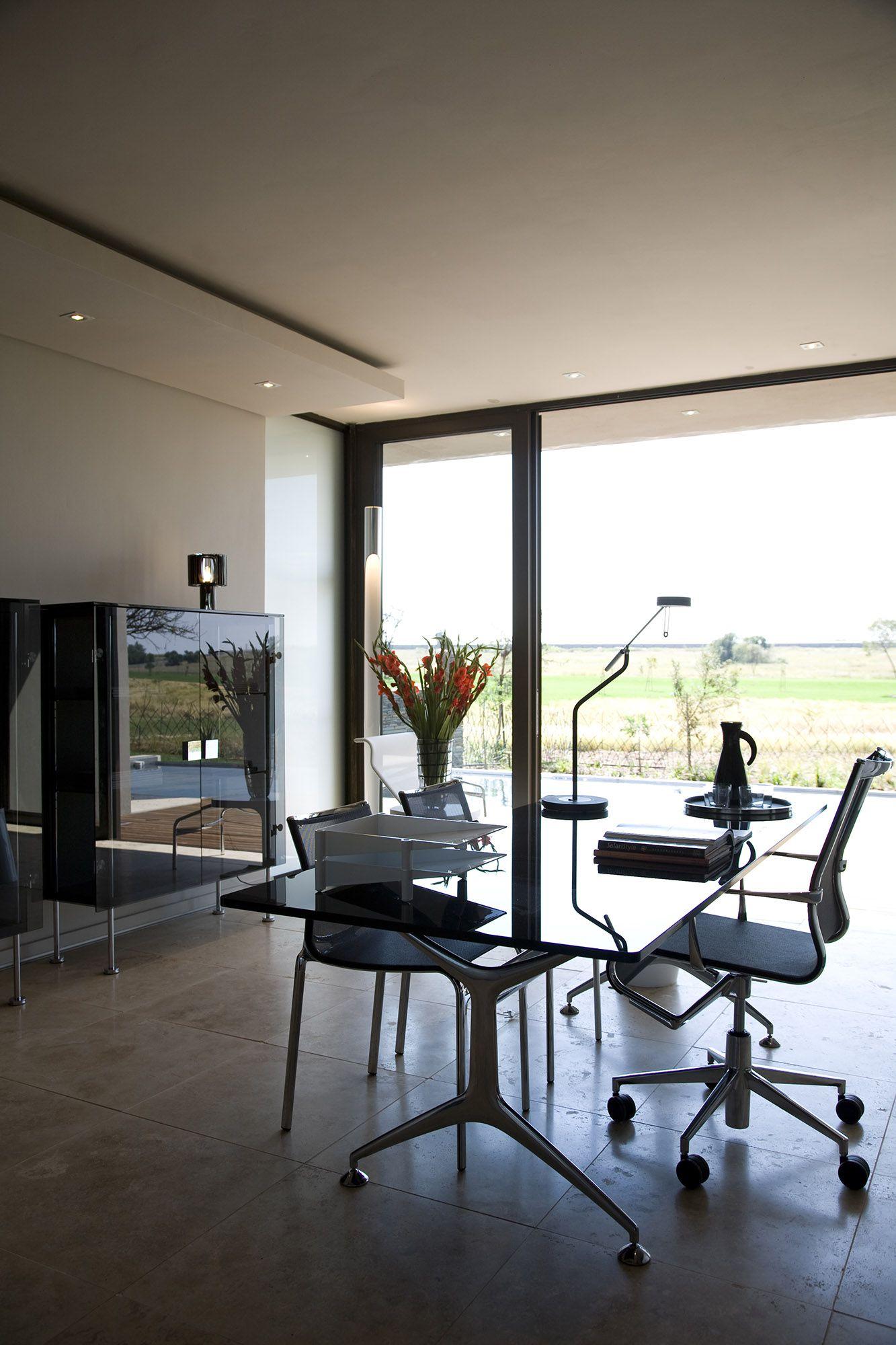 Serengeti Designed by Rudolph van der Meulen 228