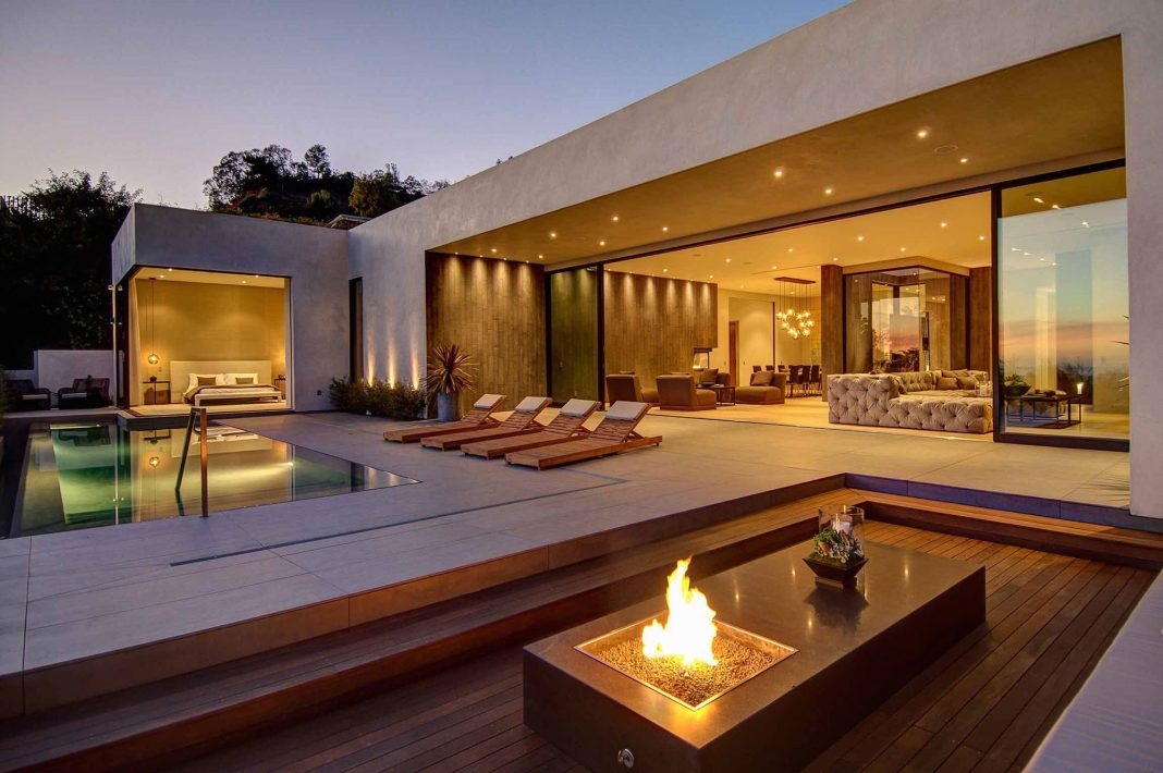 Modern residence in Los Angeles by La Kaza and Meridith Baer Home