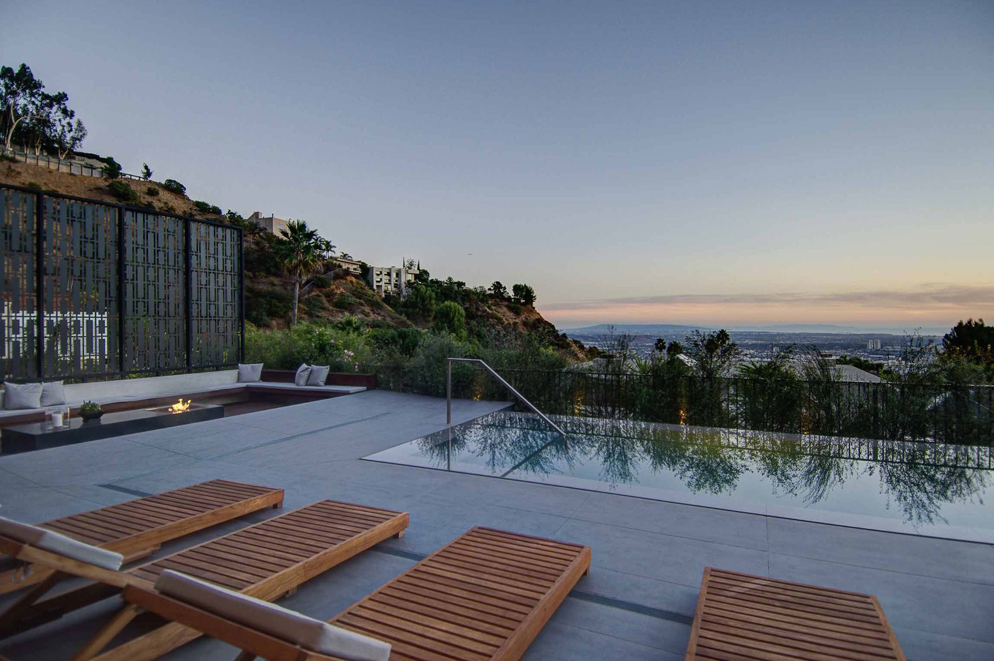 Spectacular-Views-Over-Los-Angeles-37