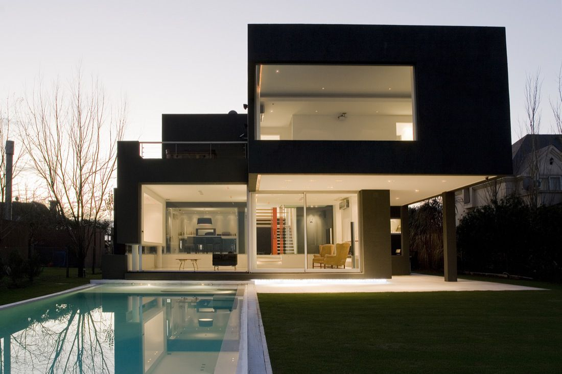 The-Black-House-01-0