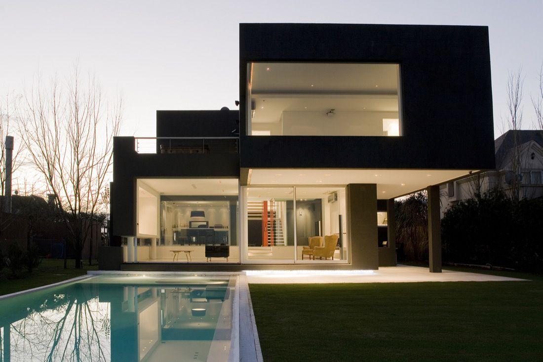 The-Black-House-01-0