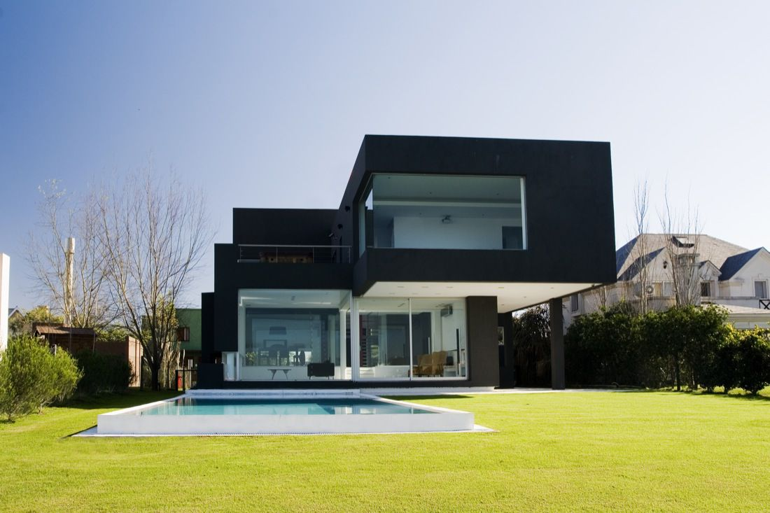 The-Black-House-01