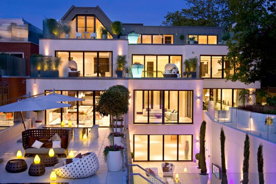 The-Dream-Mansion-in-London-by-Harrison-Varma-1