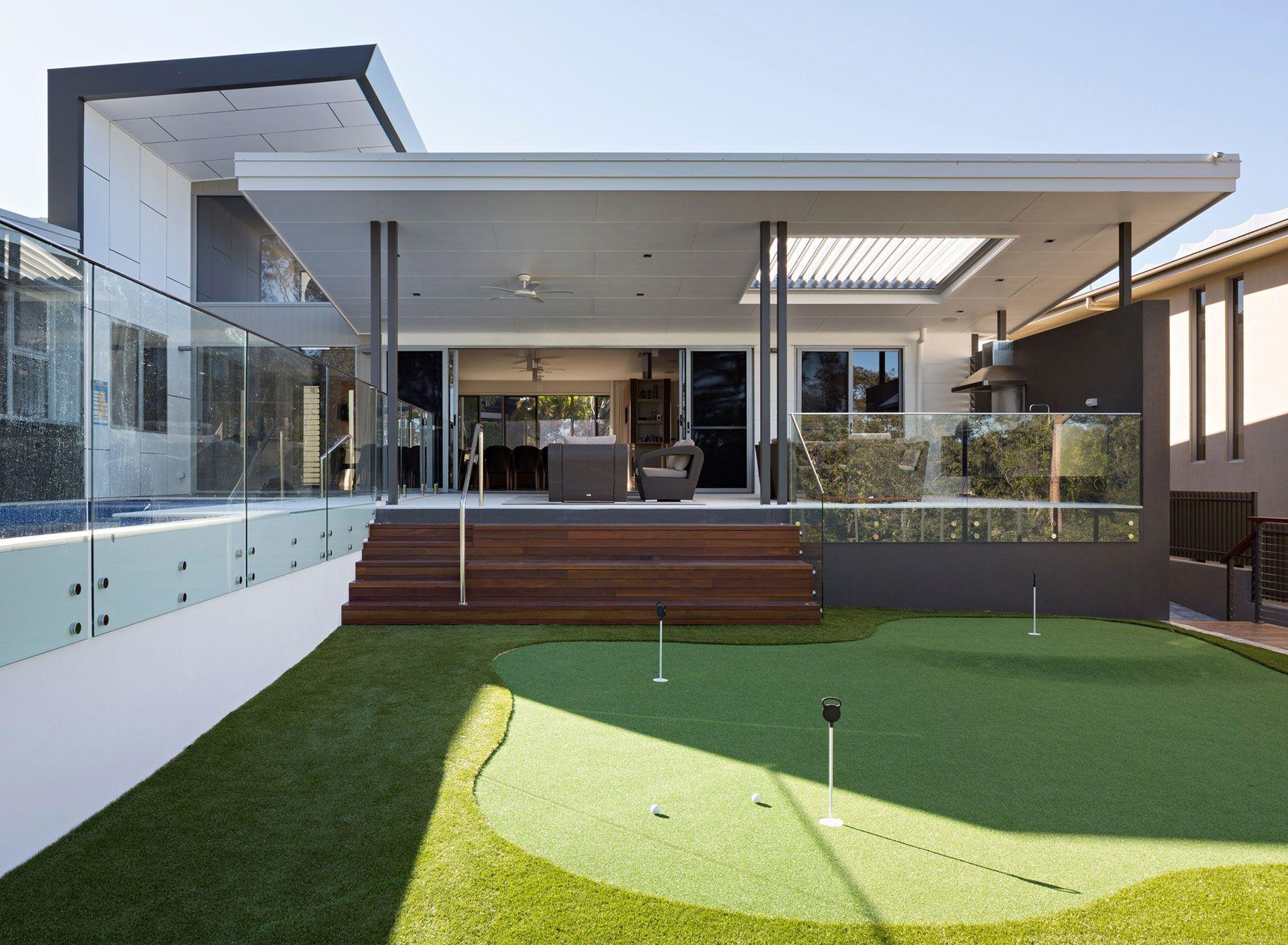 The-Golf-House-03