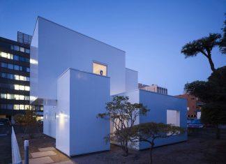 The Minimalist House I in Akita by Yoshichika Takagi