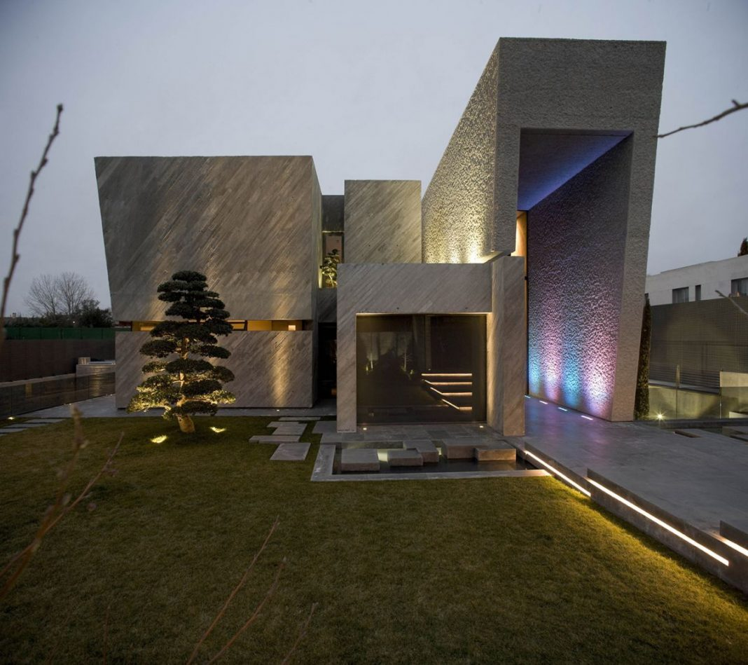 The Open Box House by A-cero