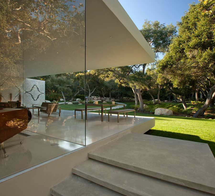 The-Ultramodern-Glass-Pavilion-05