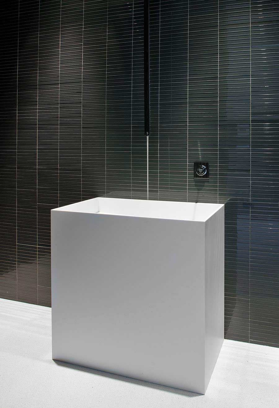 The-Ultramodern-Glass-Pavilion-24