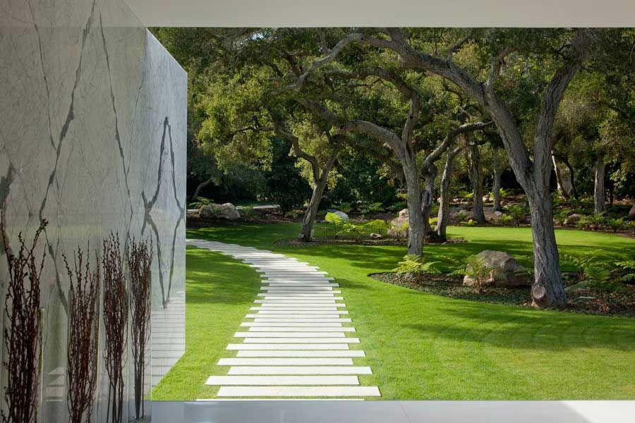 The-Ultramodern-Glass-Pavilion-34