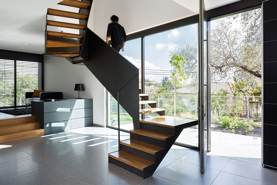 The staircase are a sculptural element in the space creating connection and separation at the same time