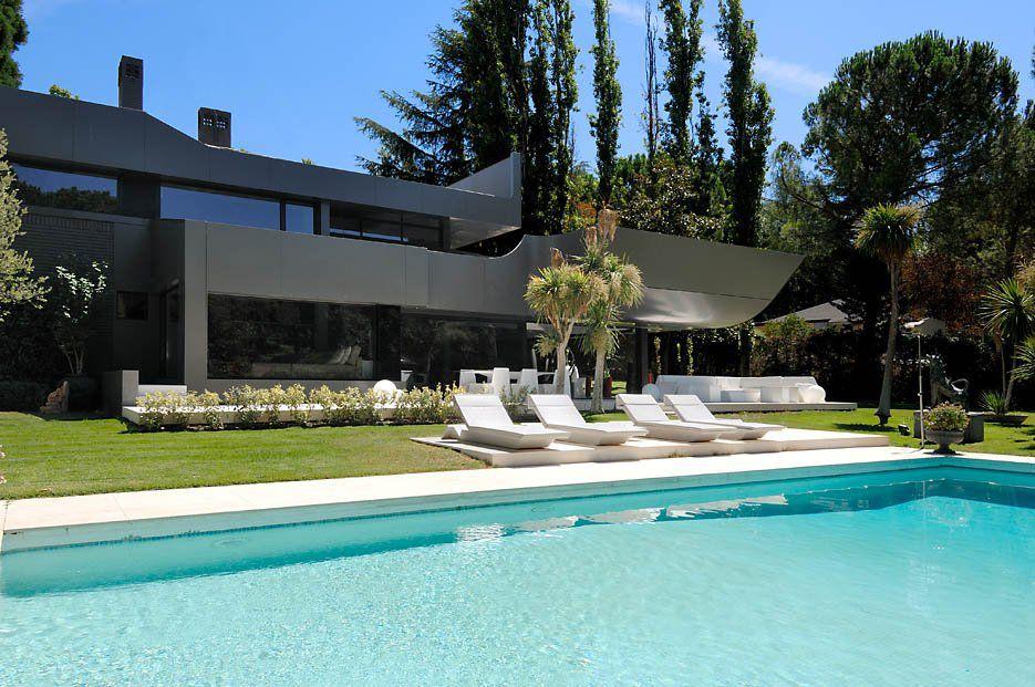 Ultramodern-B&N-House-03
