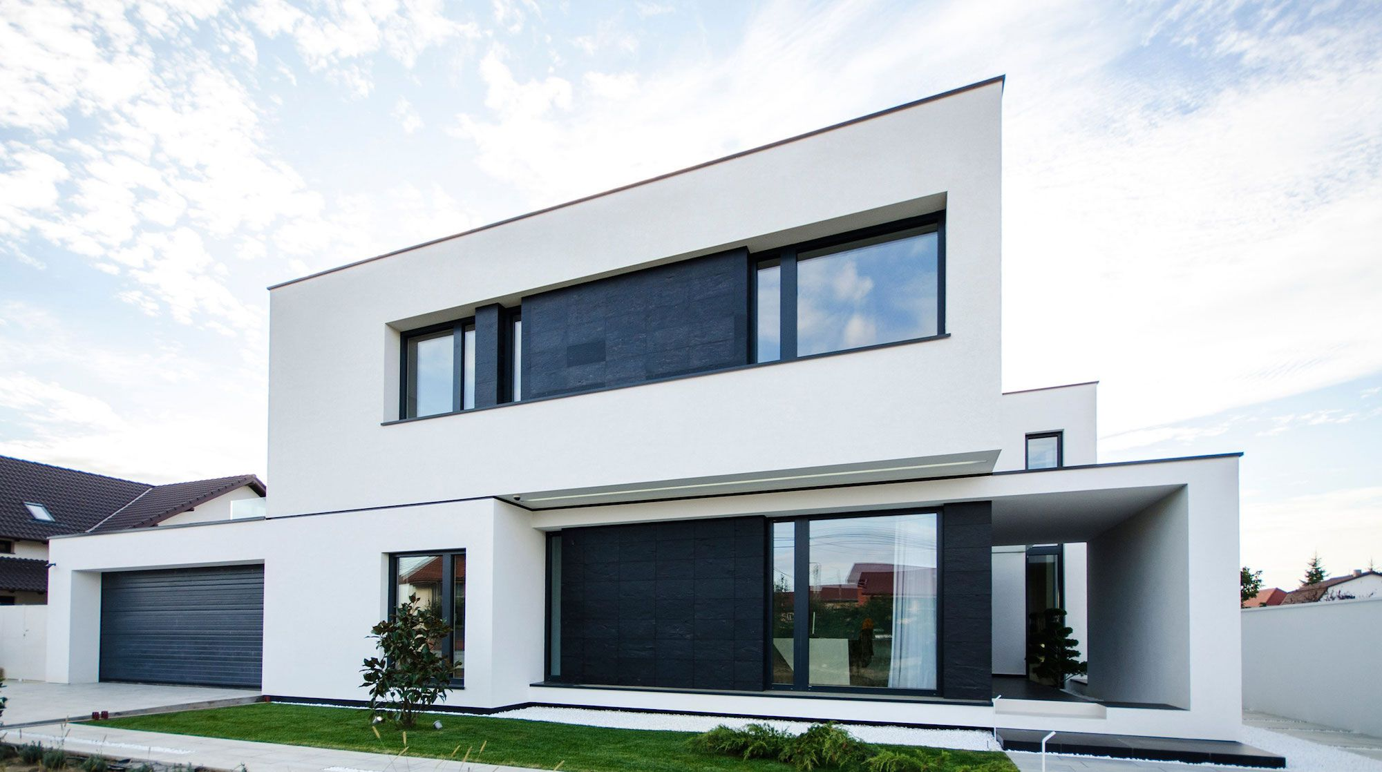 Ultramodern-C-House-in-Timisoara-01