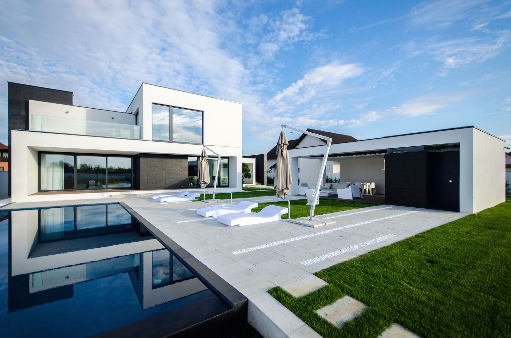 Ultramodern c house in timisoara by parasite studio for Ultra modernes haus