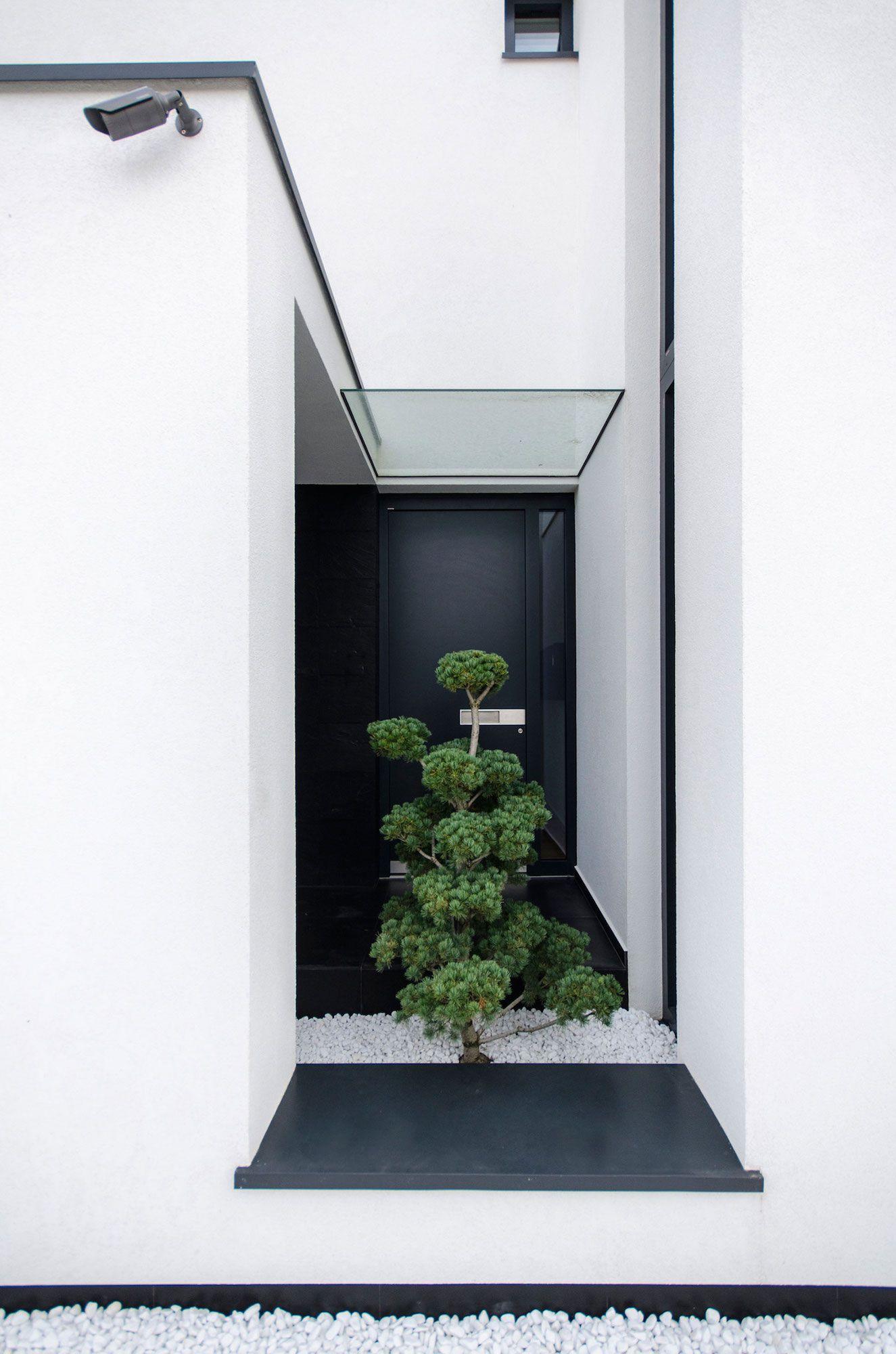 Ultramodern-C-House-in-Timisoara-05