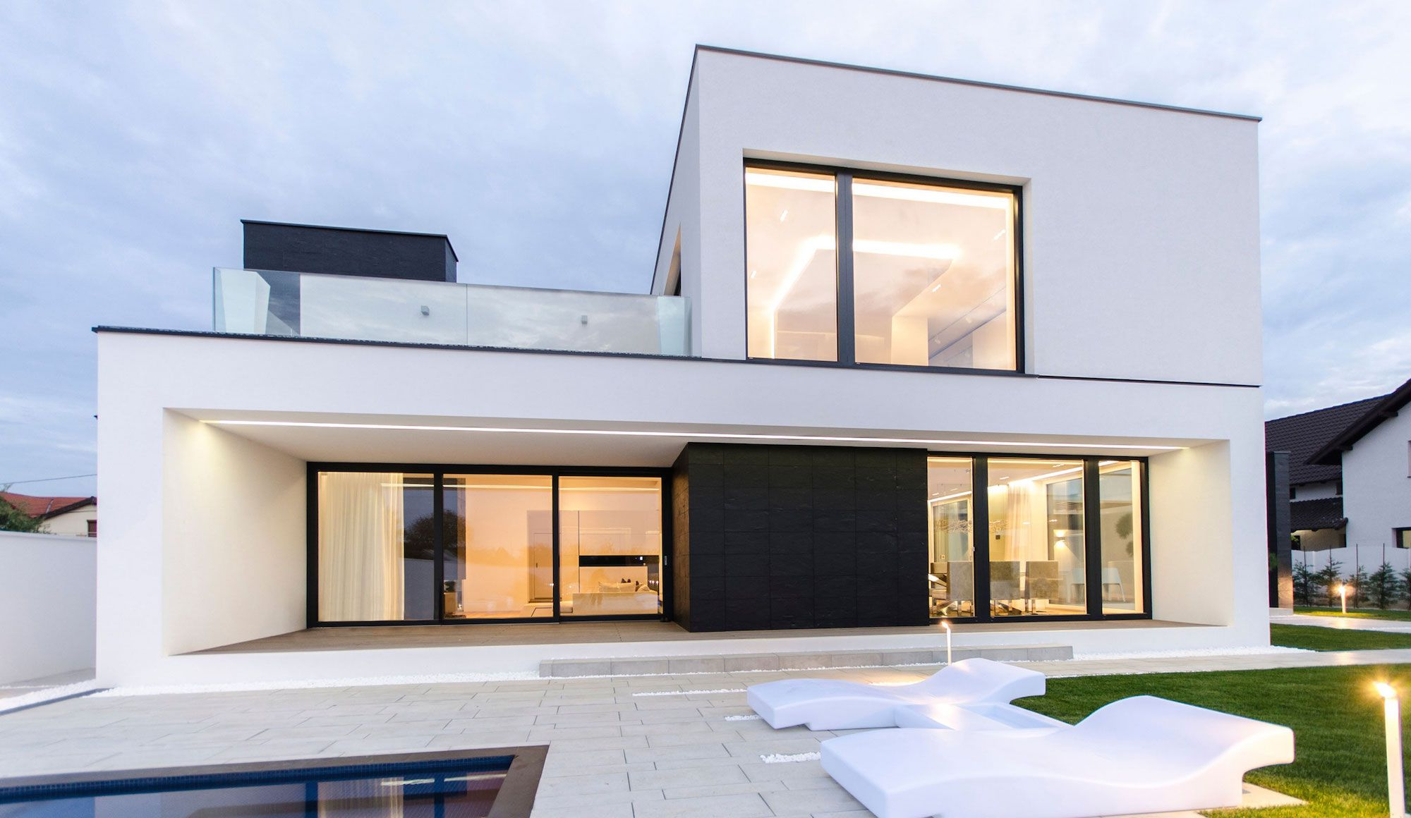 Ultramodern-C-House-in-Timisoara-14