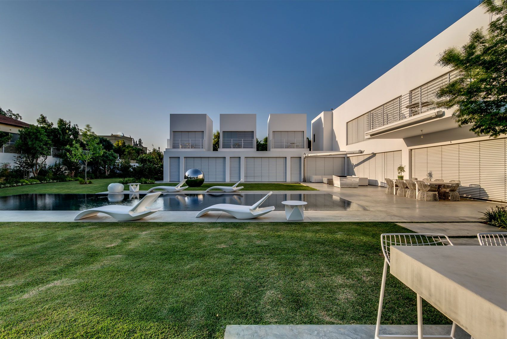 Unique-Contemporary-Villa-01