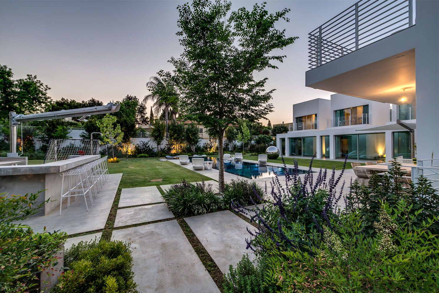 Unique-Contemporary-Villa-02