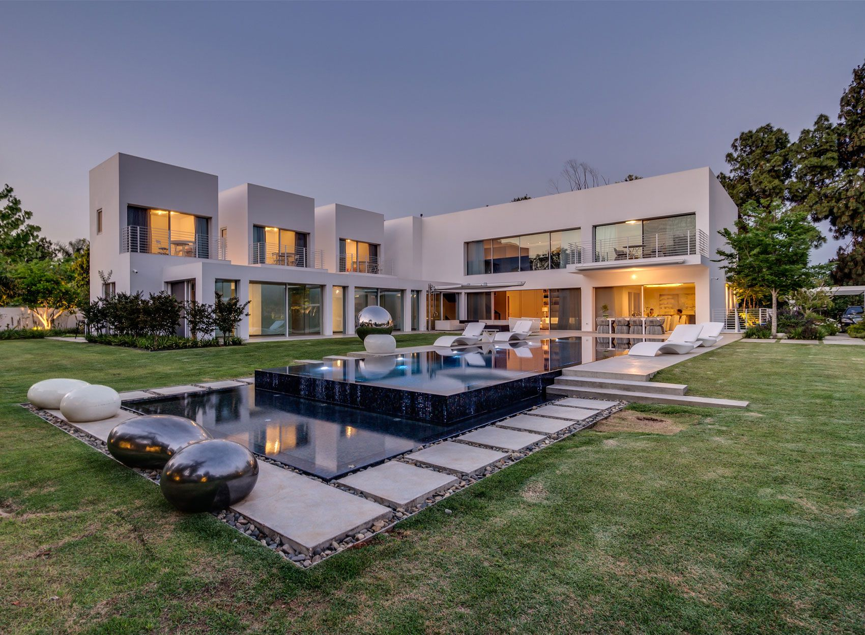Unique-Contemporary-Villa-26