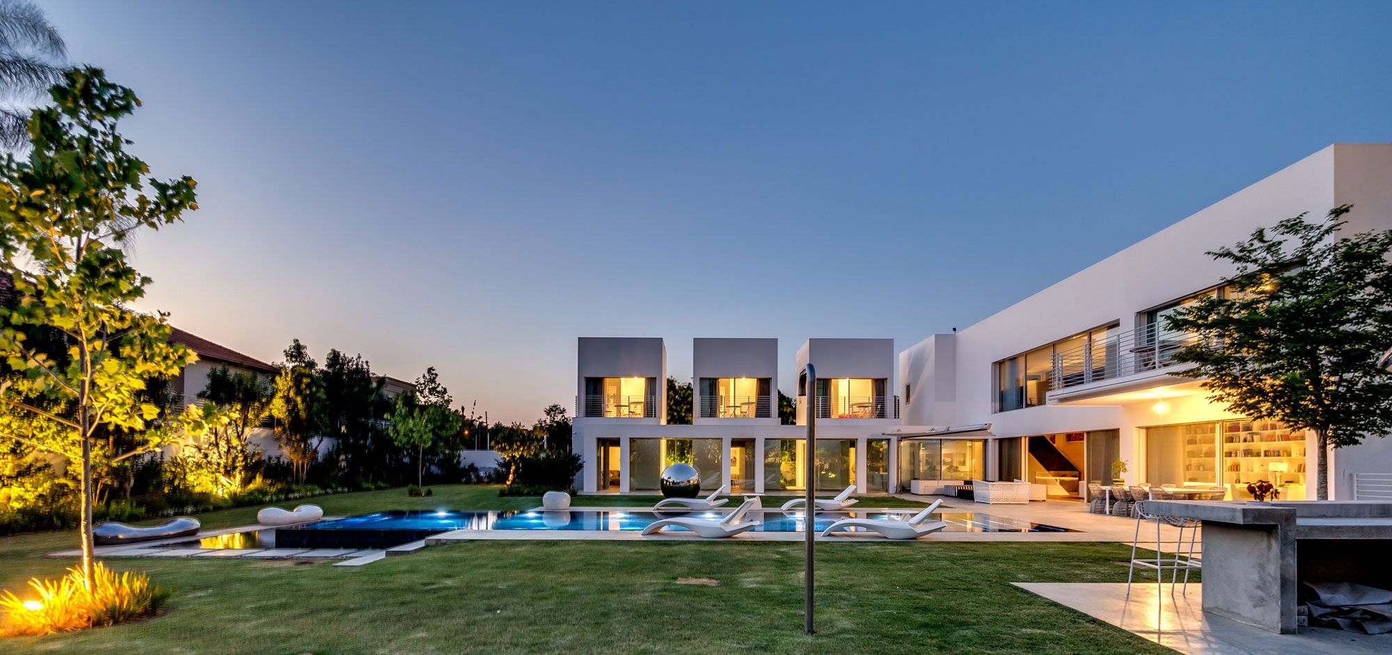 Unique-Contemporary-Villa-28