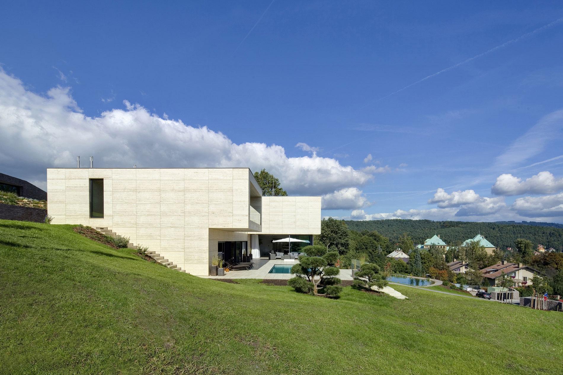 Villa-in-Decin-01
