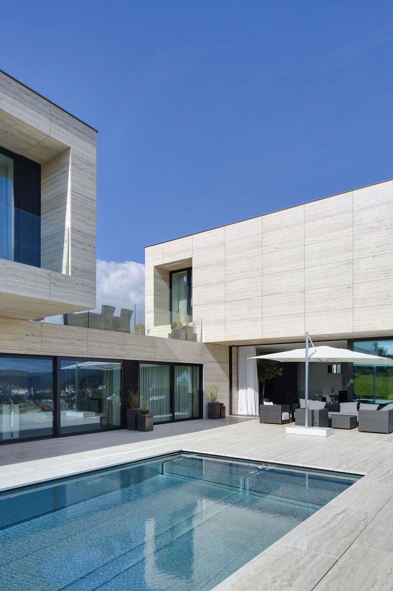 Villa-in-Decin-04