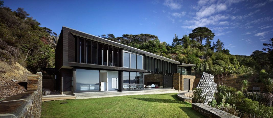 Waikopua House by Daniel Marshall Architects