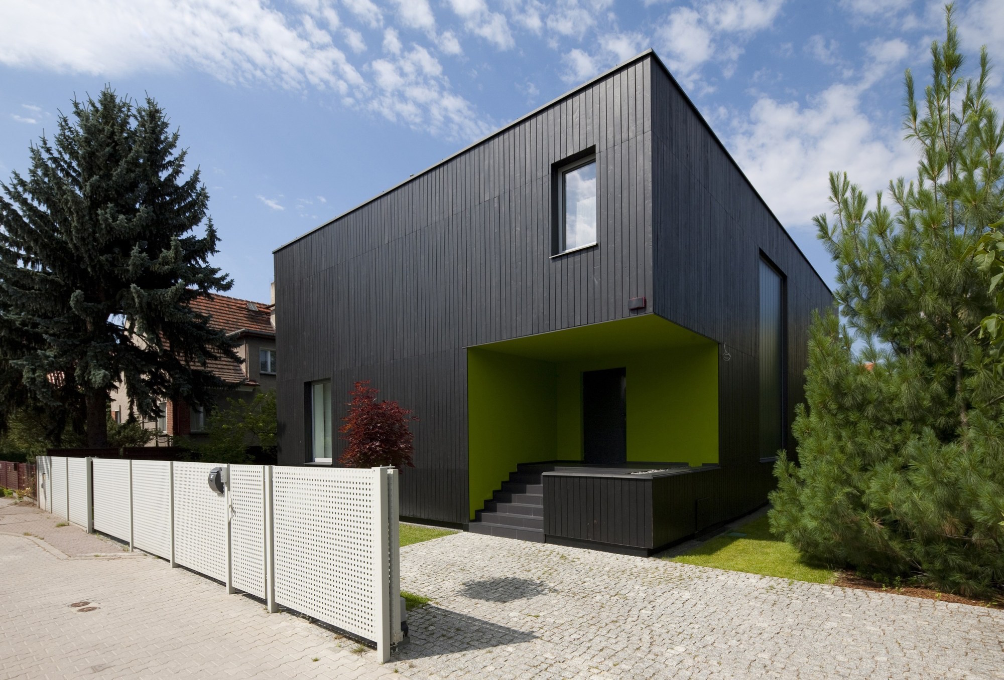 black-cube-house-kameleonlab_01_bc