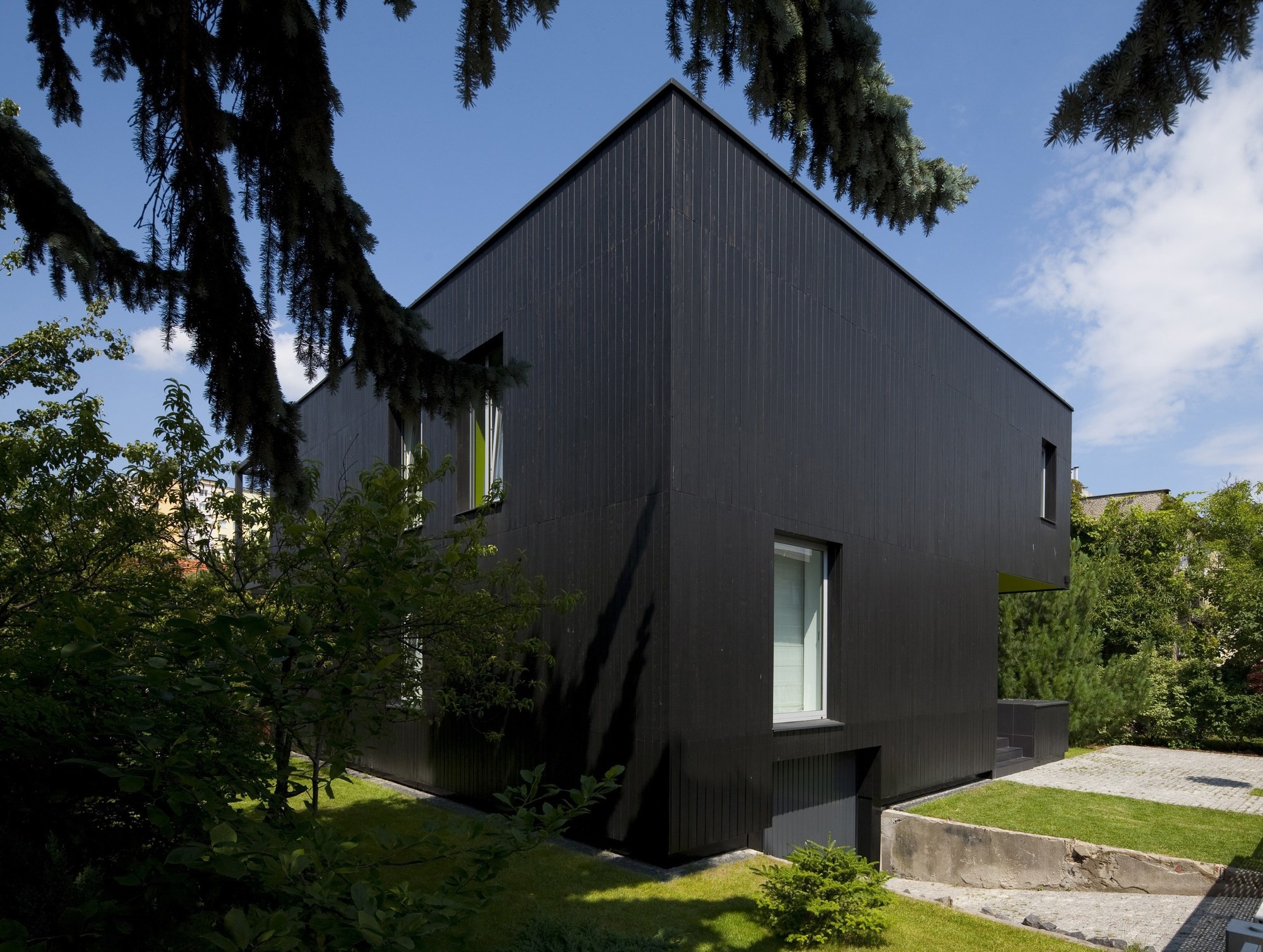 Black Cube House By Kameleonlab Caandesign