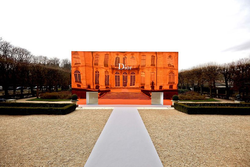 bureau-betak-clads-musee-rodin-in-orange-mirrors-for-diorbureau-betak-clads-musee-rodin-in-orange-mirrors-for-dior-designboom-02