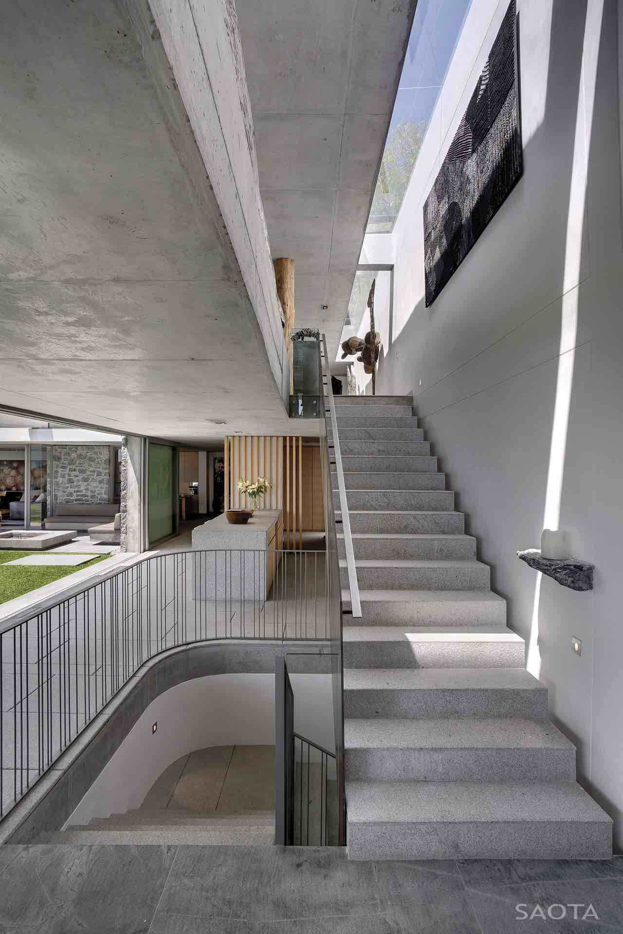 de-wet-34-saota-stefan-antoni-olmesdahl-truen-architects_dewet34_1a_int_106_staircase_001_al