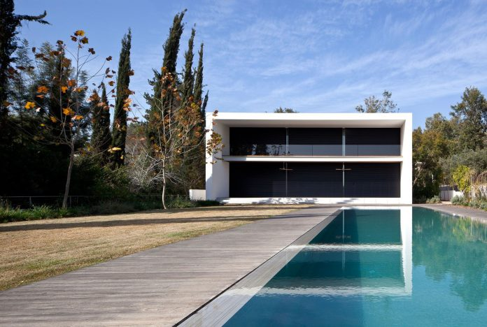 Kfar Shmaryahu House by Pitsou Kedem Architects