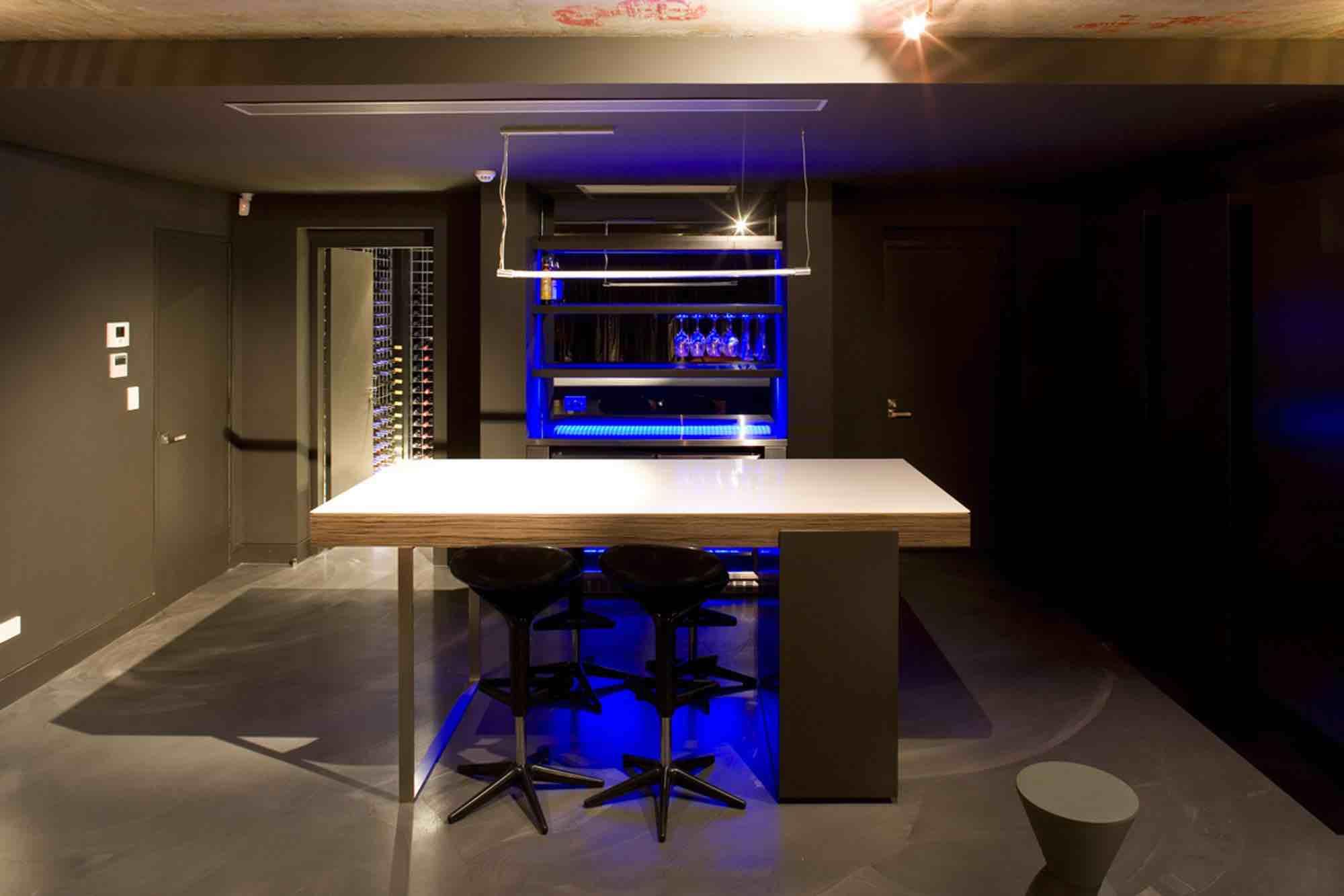 minosa-design-home-theatre-design-dark-kitchenette-led-exposedconcrete-01