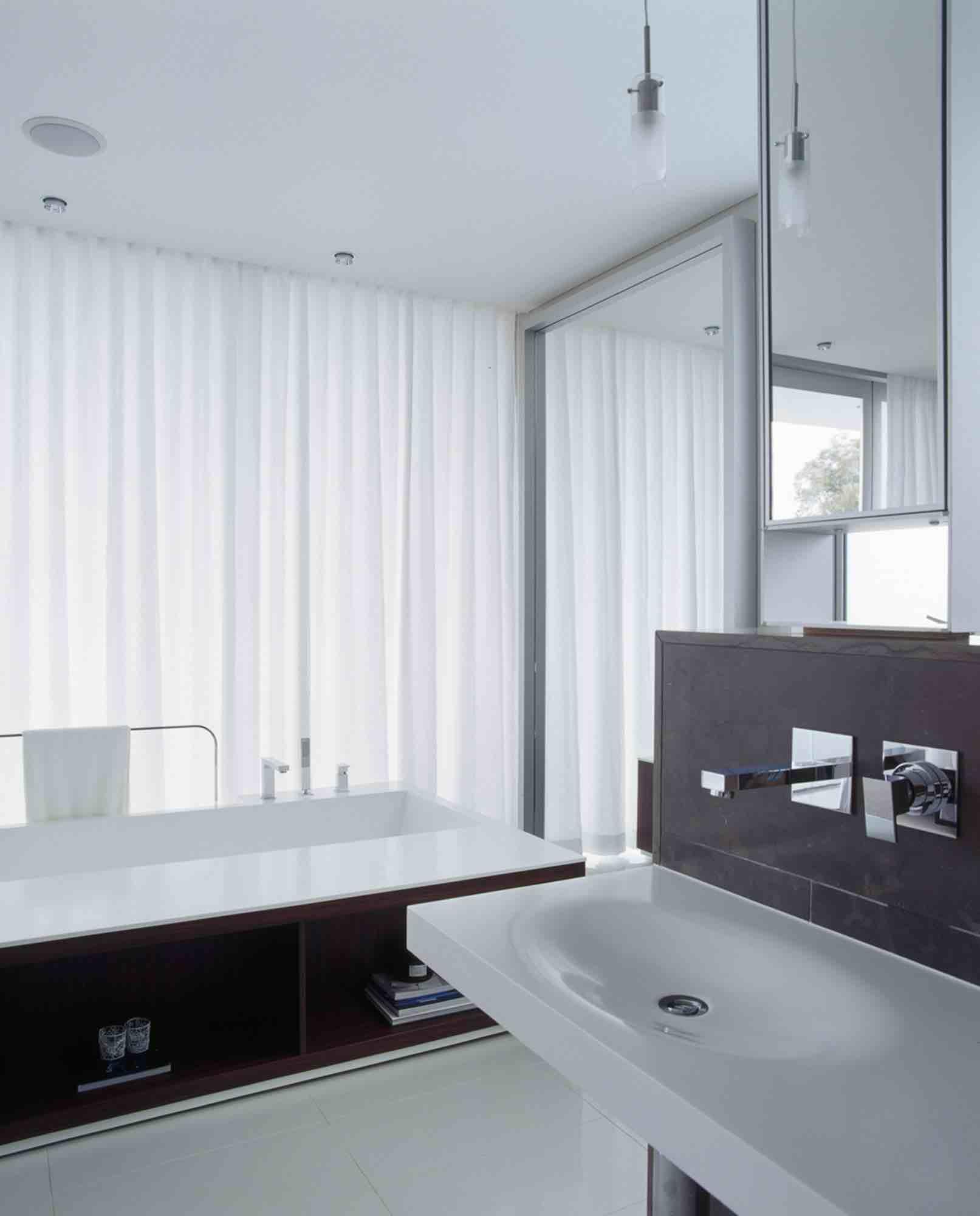 minosa-design-open-plan-ensuite-parents-retreat-dover-heights-portland-st-scooped-double-rifra-freestanding-corian-bath-shear-curtain-bathroom-05