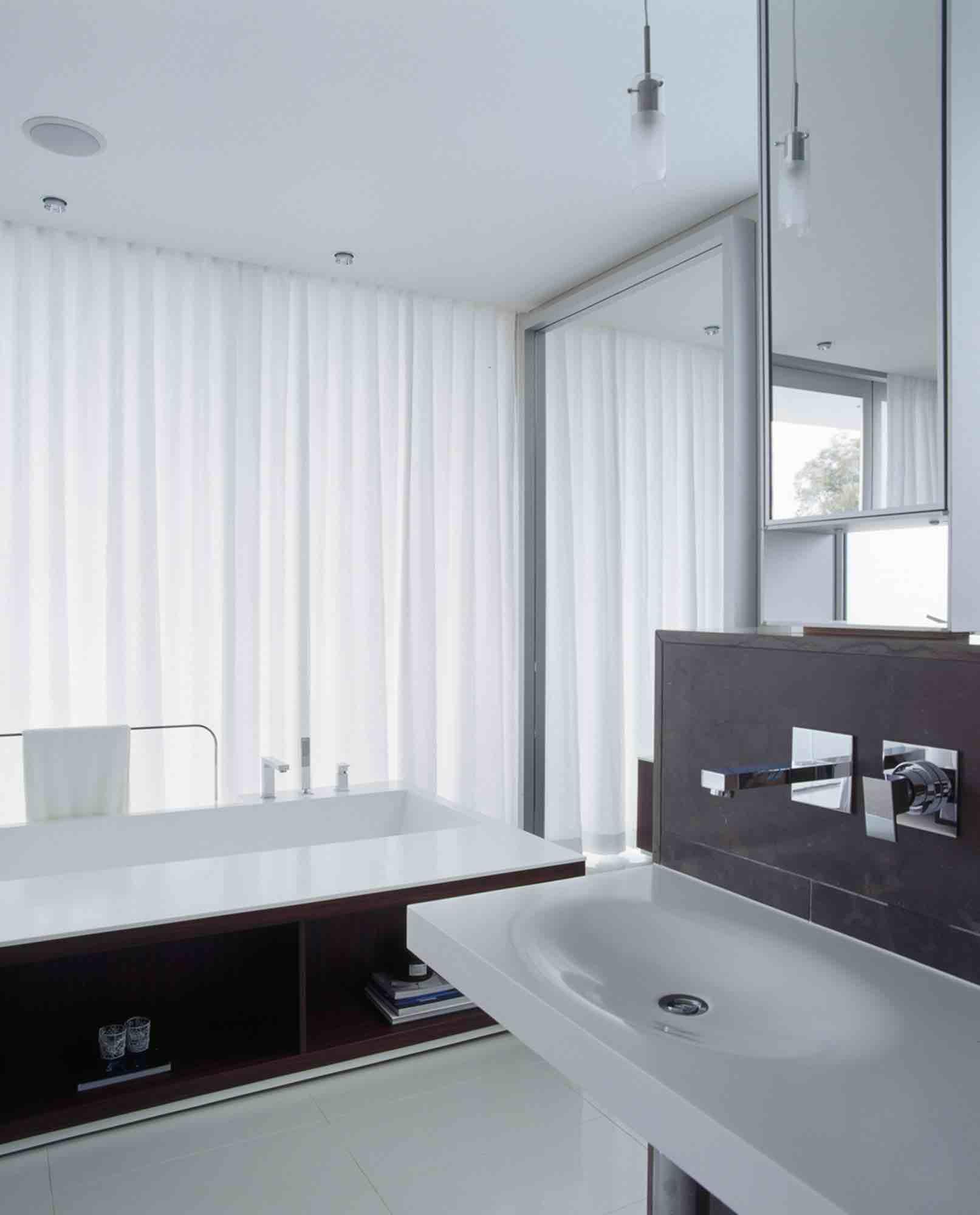 minosa-design-open-plan-ensuite-parents-retreat-dover-heights-portland-st-scooped-double-rifra-freestanding-corian-bath-shear-curtain-bathroom-05