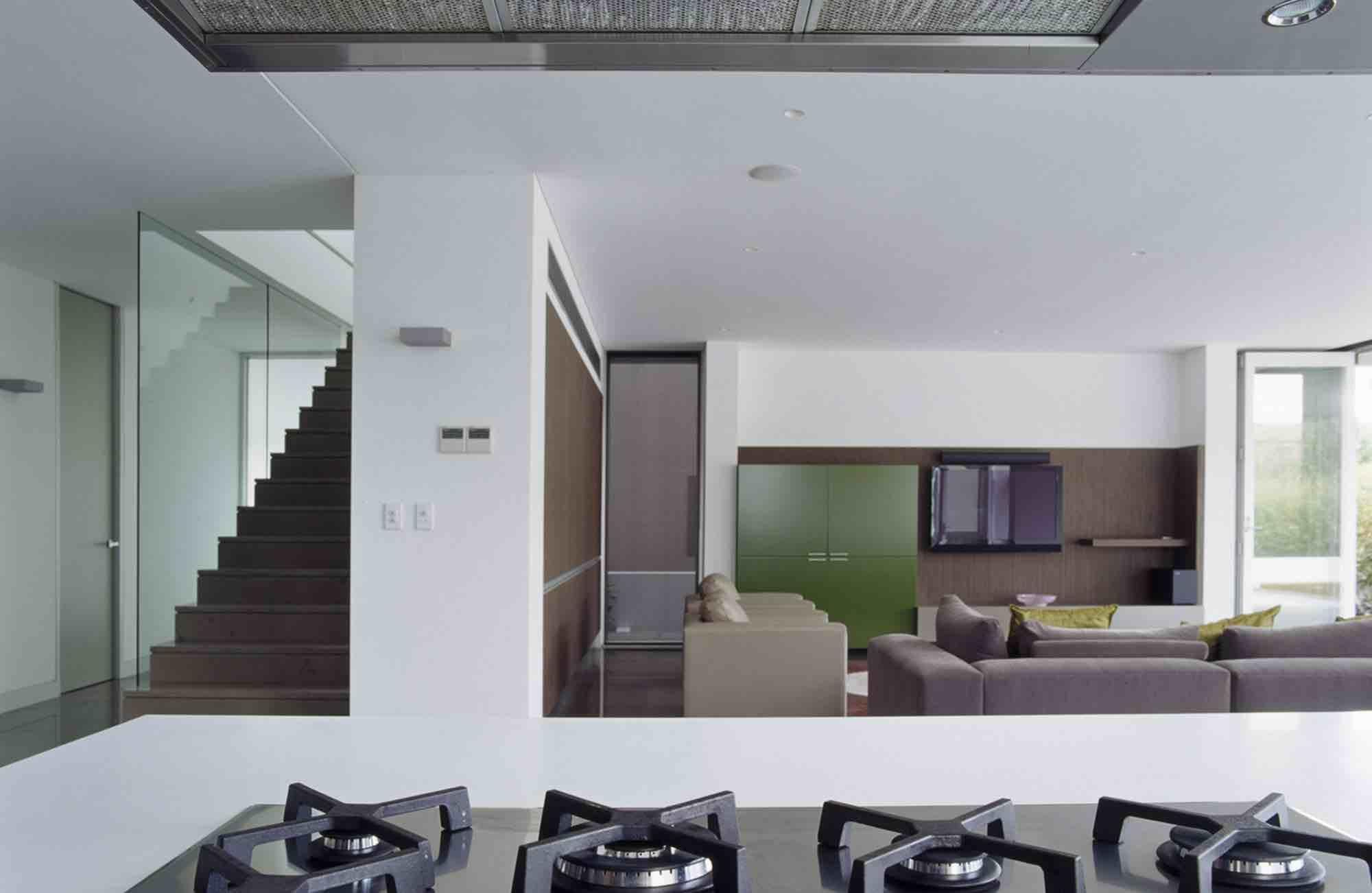 minosa-design-open-plan-high-ceiling-void-large-dinning-table-corian-benchtop-minosa-kitchen-gilda-barazza-cooktop-02