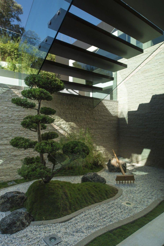 modern-residence-Laurel-Way-19