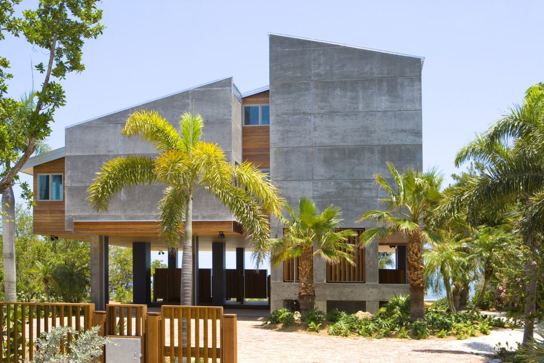 Tavernier Drive Residence by Luis Pons Design Lab