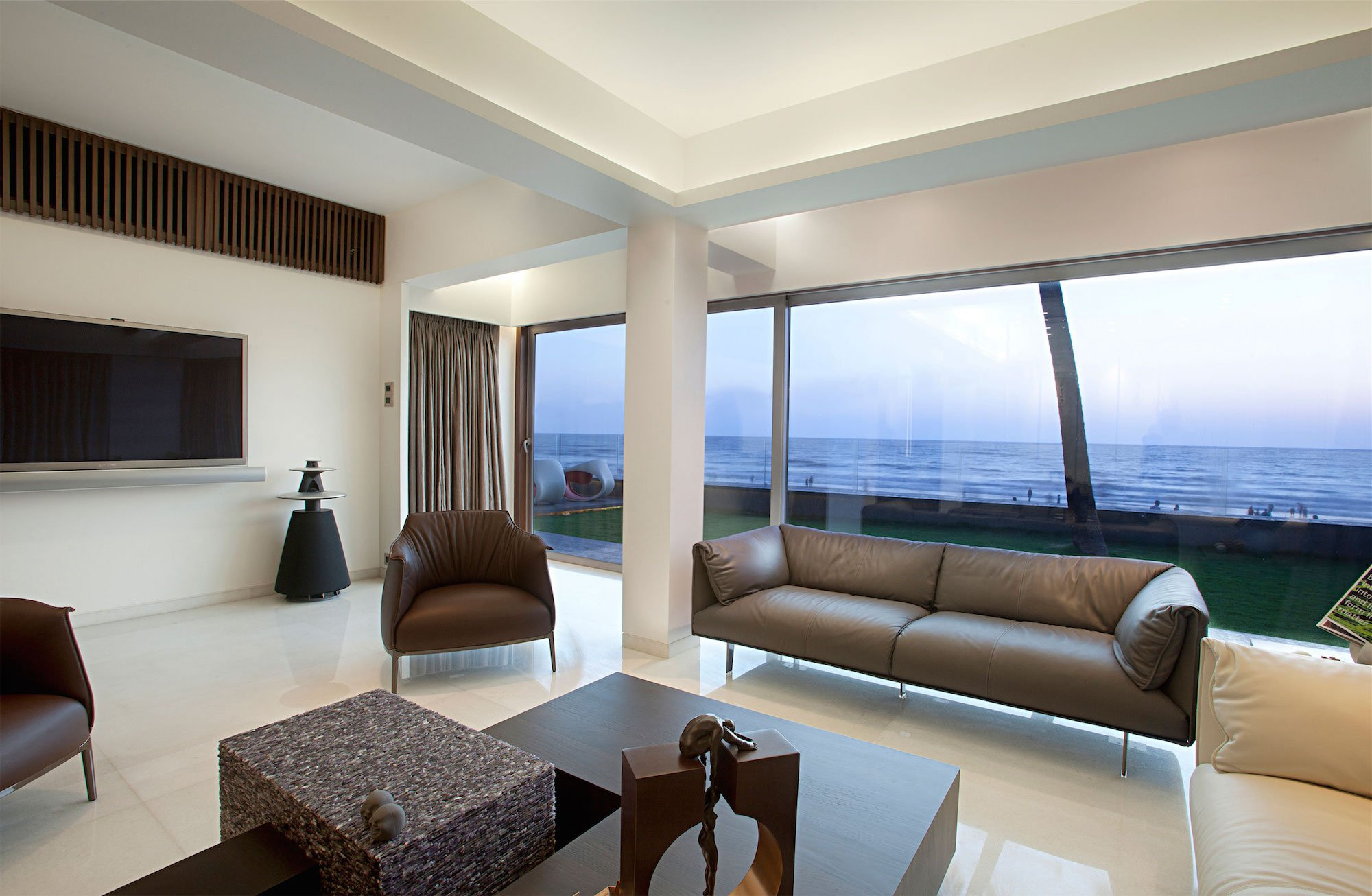 Apartment-by-the-Beach-04