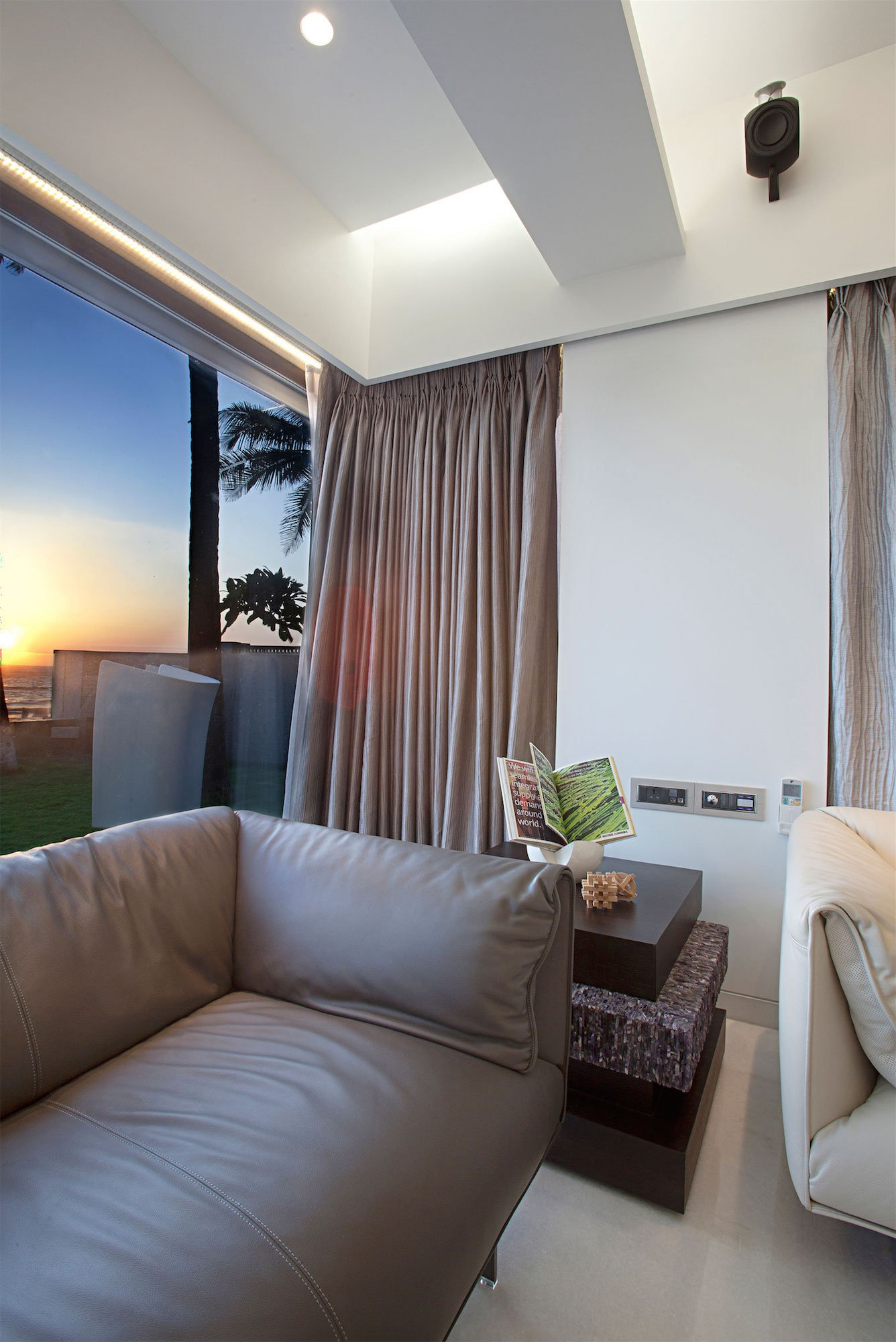 Apartment-by-the-Beach-06