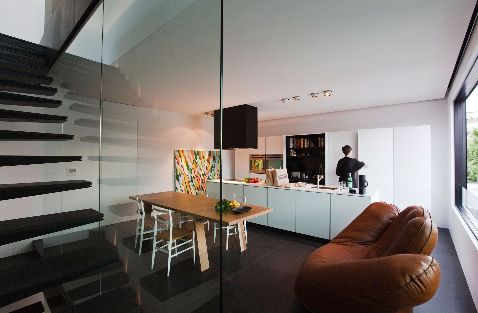 Contemporary-Small-House-06