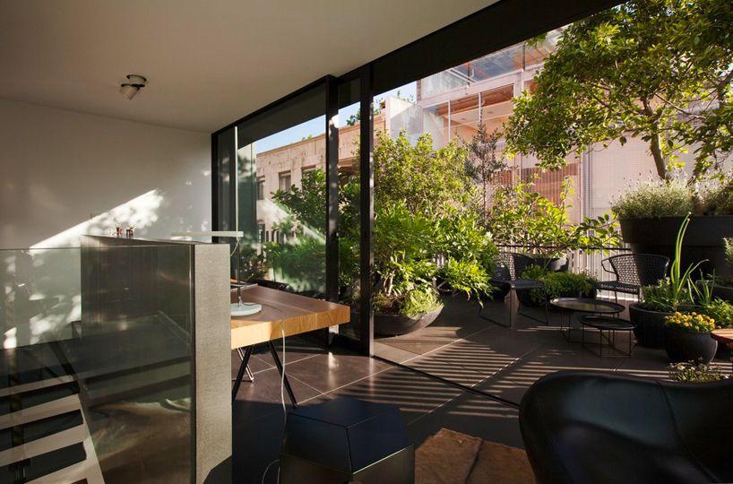 Contemporary-Small-House-09